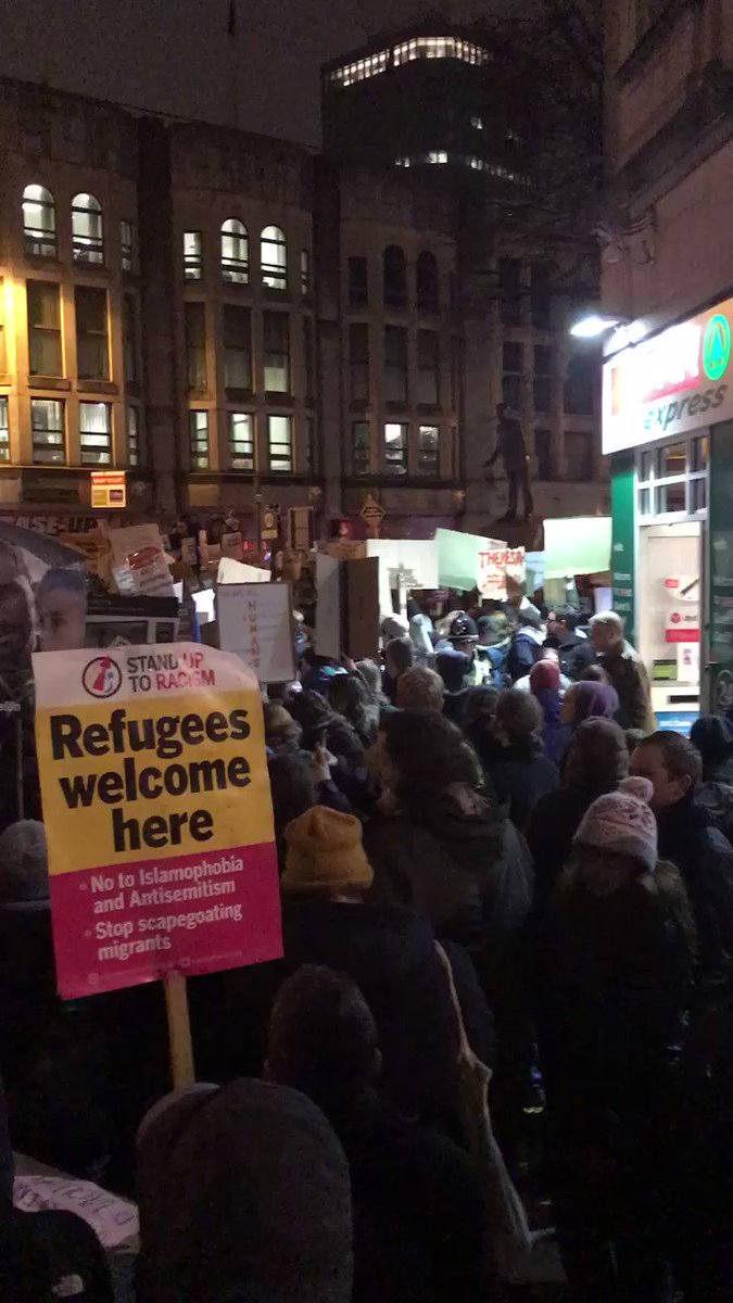 #StandUpToTrump #Cardiff #muslimban still going https://t.co/TL9g5JefSQ