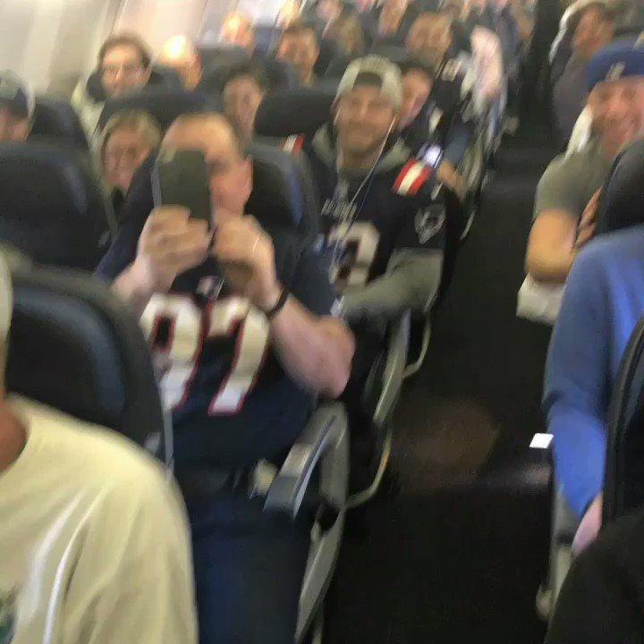 .@patriots fans are fired up!! #SB51 #Patriots #patsnation #SuperBowl https://t.co/dhUJHSGf1B