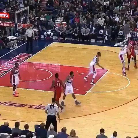 John Wall outruns the entire opposing team