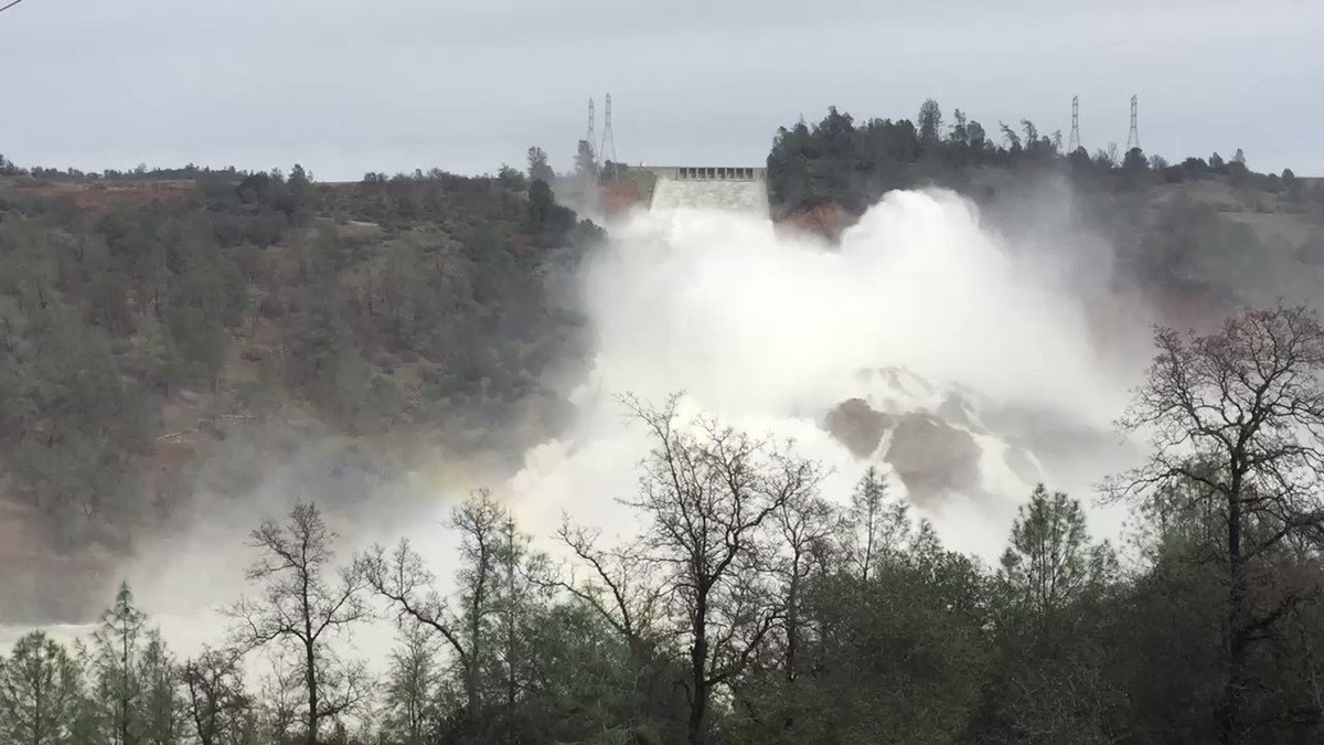 Current flows at the #OrovilleSpillway #OrovilleDam https://t.co/Ee3e8faUJZ