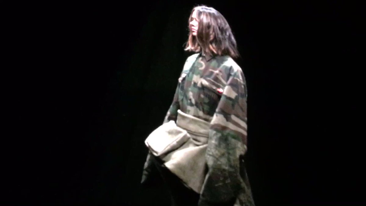 Inside the #yeezyseason5 show by @kanyewest for #Adidas models projected onto huge four-sided screen then walked https://t.co/dcUID7eESA