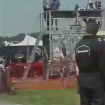 This dude pulling GTA moves and shit �� https://t.co/iSCvjpOoE5