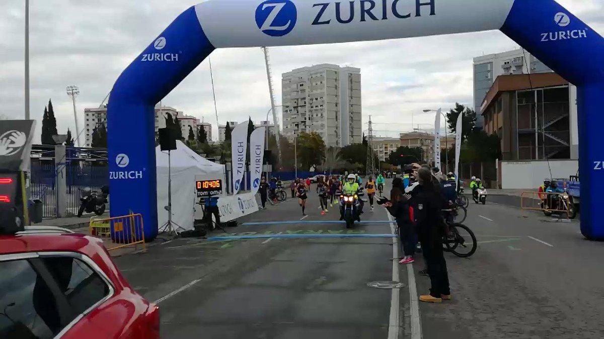 Paso medio maratón 1:04:07 oficioso #ZurichMaratonSevilla17 Excelente...