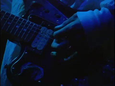 Kurt Cobain: una estrella que sigue brillando. https://t.co/vsaUNupLOn...