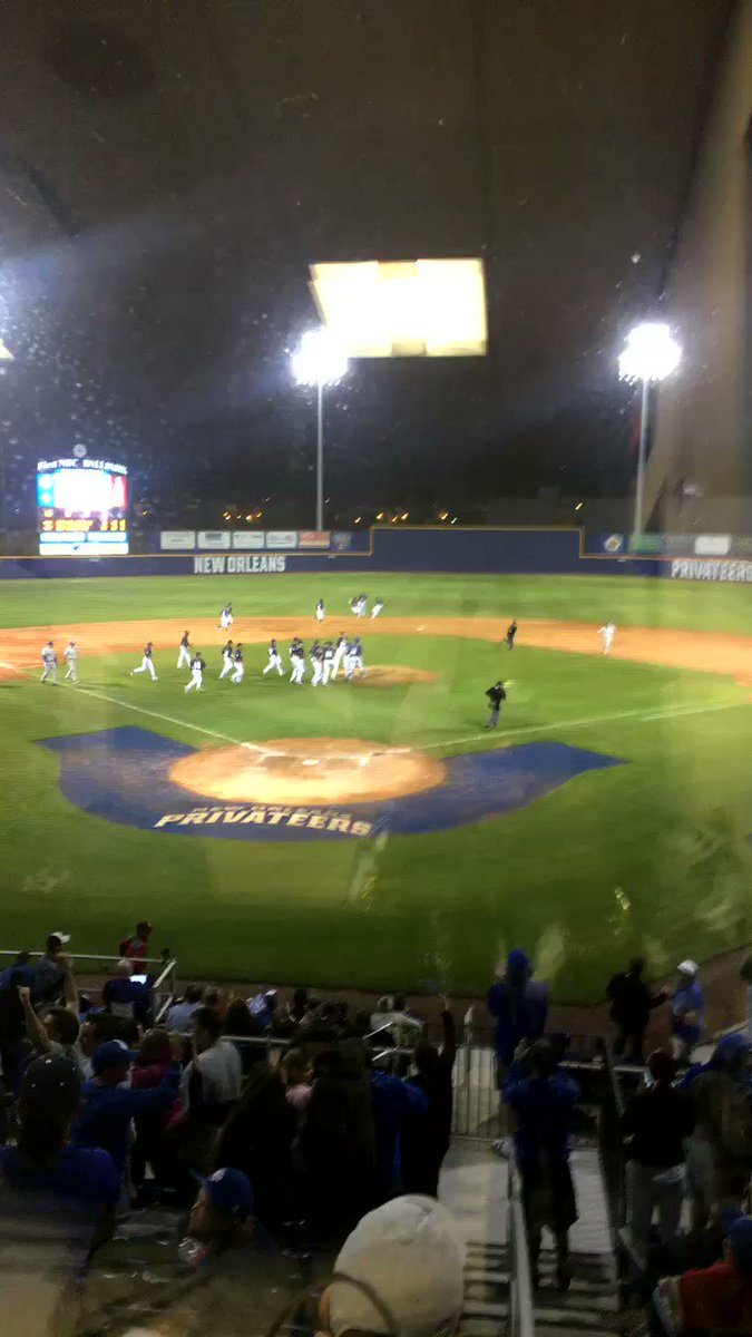 HUGE WIN for @Privateers_BSB tonight over @LSUbaseball 11-8 #geauxuno #unoproud https://t.co/1E1KNPkUp8
