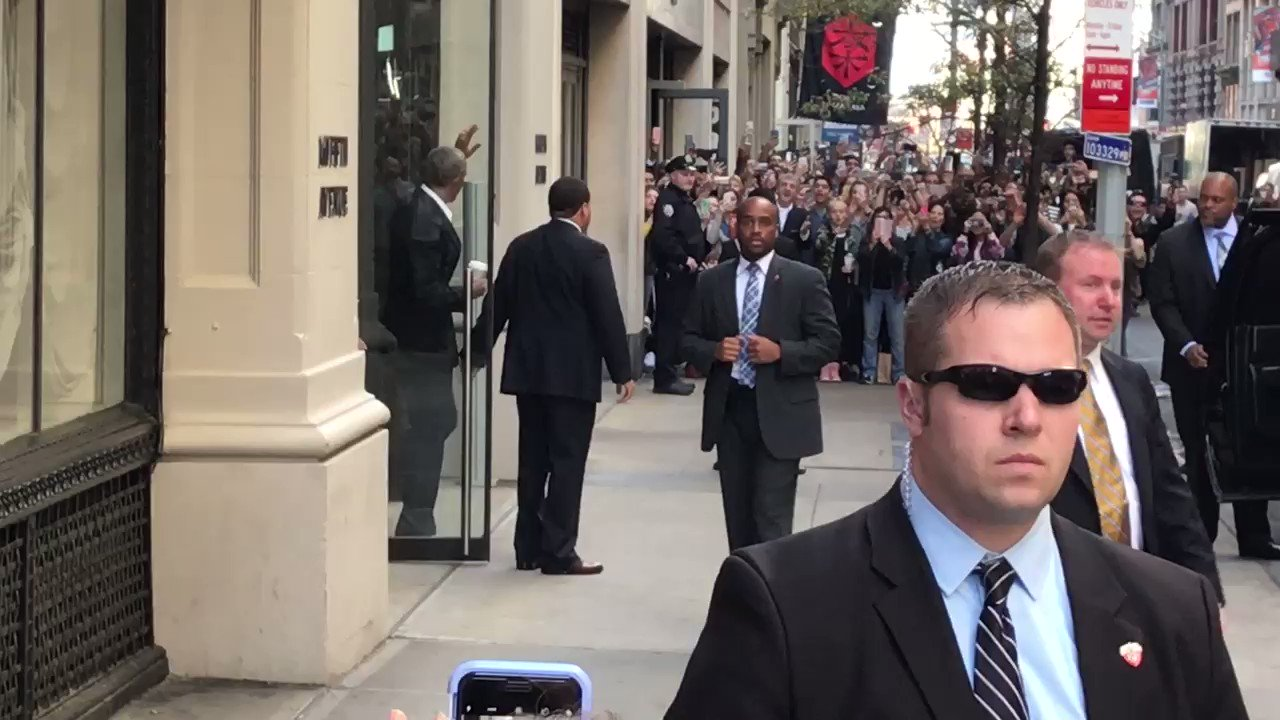 RT @akarl_smith: President Obama leaving 160 5th ave just now https://t.co/kowtqnif9W