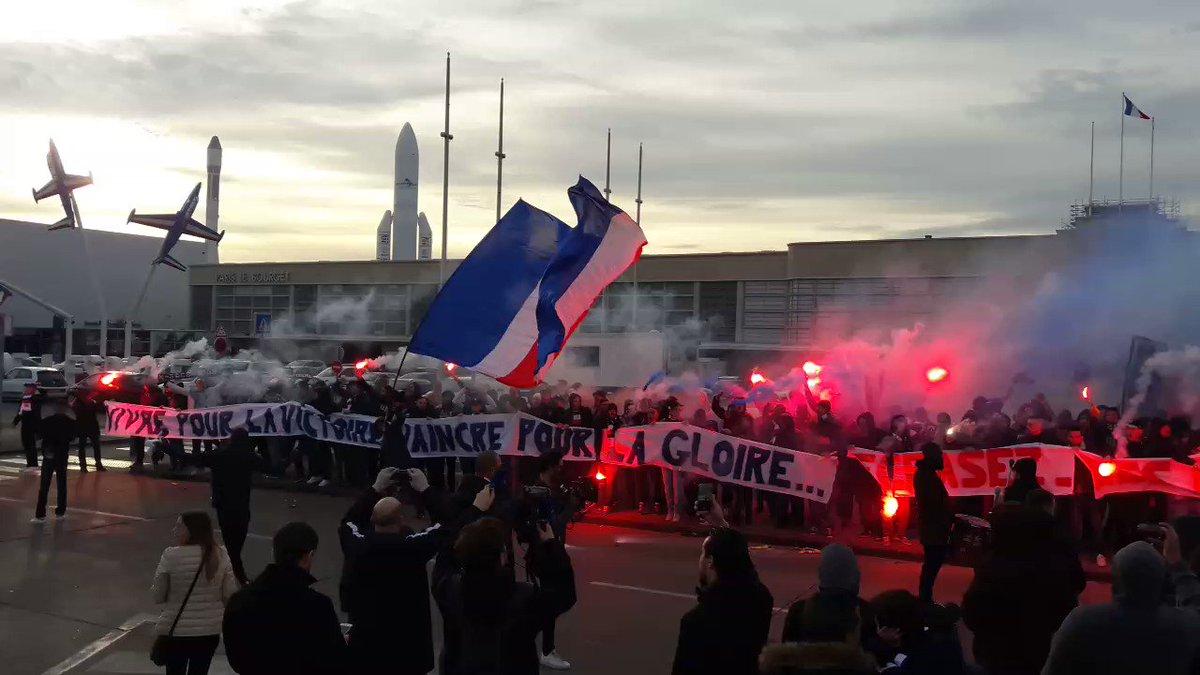 Le soutien du Collectif Ultras Paris aux Parisiens en partance pour Ma...