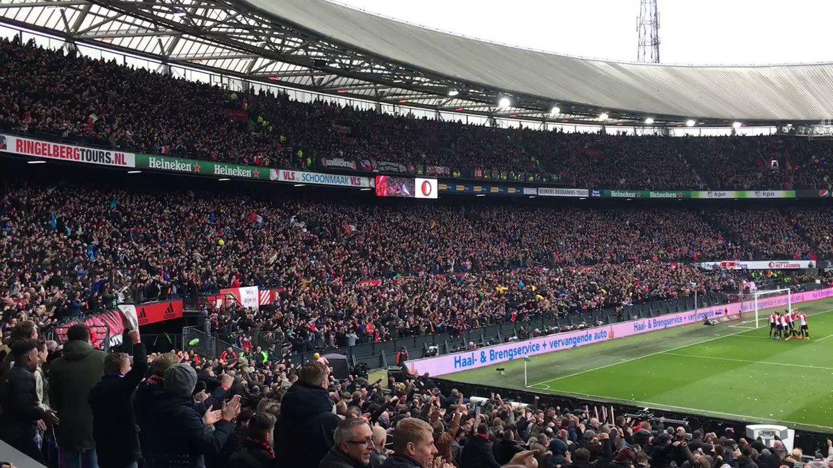 De Kuip gaat los na de heerlijke start van Feyenoord! 🙌  #feypsv (1-0)...