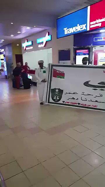 فيديو .. من جماهير #الأهلي في عمان .. و لافتة مكتوب فيها ' الملكي ' .....