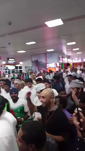 فيديو .. جماهير #الأهلي في عمان .. تردد ' للأهلي جينا ' .. #ملوك_عمان_...