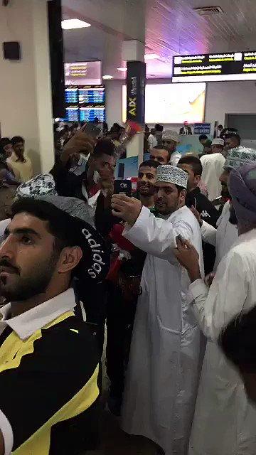 فيديو .. لحظة وصول الفريق مطار عمان .. #ملوك_عمان_يرحبون_بالاهلي .. ht...