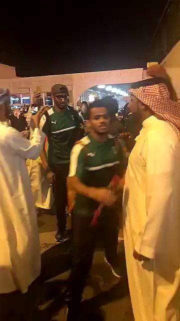 فيديو .. لاعبي #الأهلي في مطار #الأهلي .. #ملوك_عمان_يرحبون_بالاهلي .....