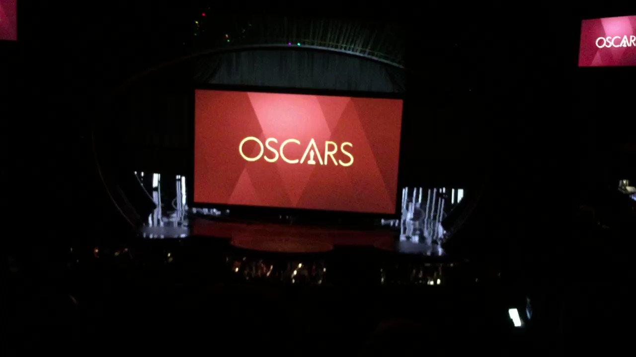 RT @chrissgardner: Showtime #Oscars https://t.co/KHU0D8m3xY