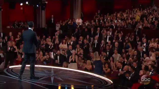 Meryl Streep gets a standing ovation #Oscars https://t.co/htFTlkuo6w