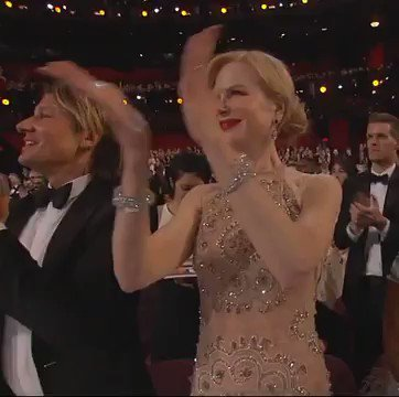 Nicole Kidman with the most avant-garde applause of the night https://...
