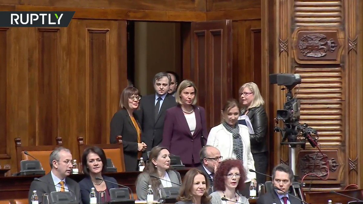 'We don't need EU!' #Mogherini met with anti-EU chants in Serbian parliament (VIDEO) https://t.co/HdtN3gjHk2 #Serbia