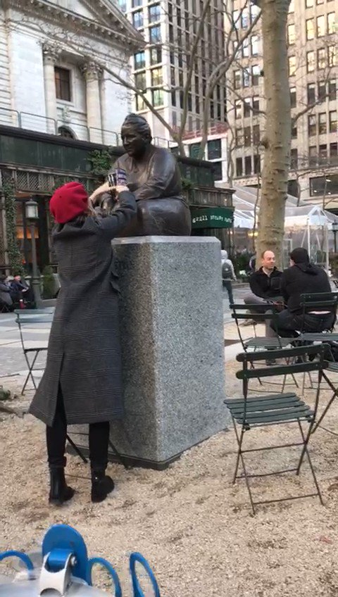 Dropping off books at Gertrude Stein statue in NYC✊📚 #IWD #IWDOurSharedShelf #ADayWithoutAWoman @the_bookfairies https://t.co/kJhmZfvBzw