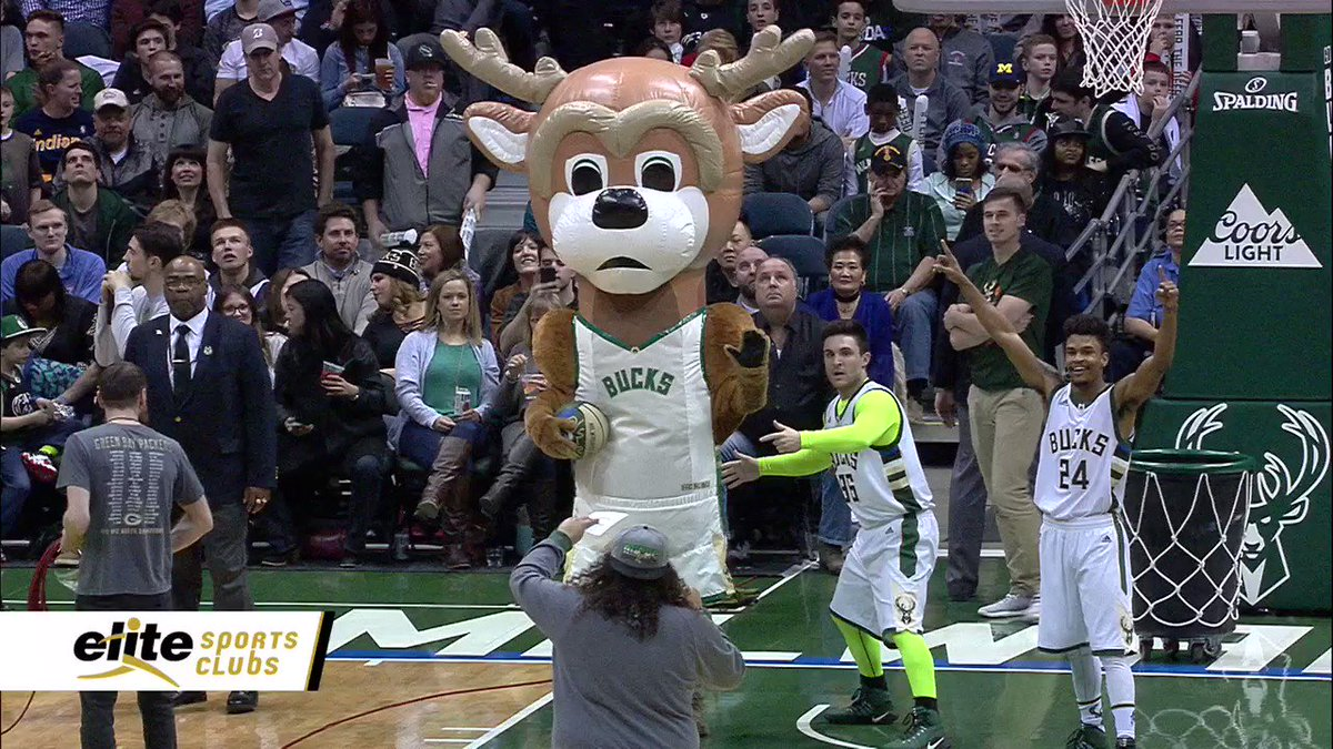 History was made! ➡️ FIRST EVER Dunking Air Mascot!!! ☝