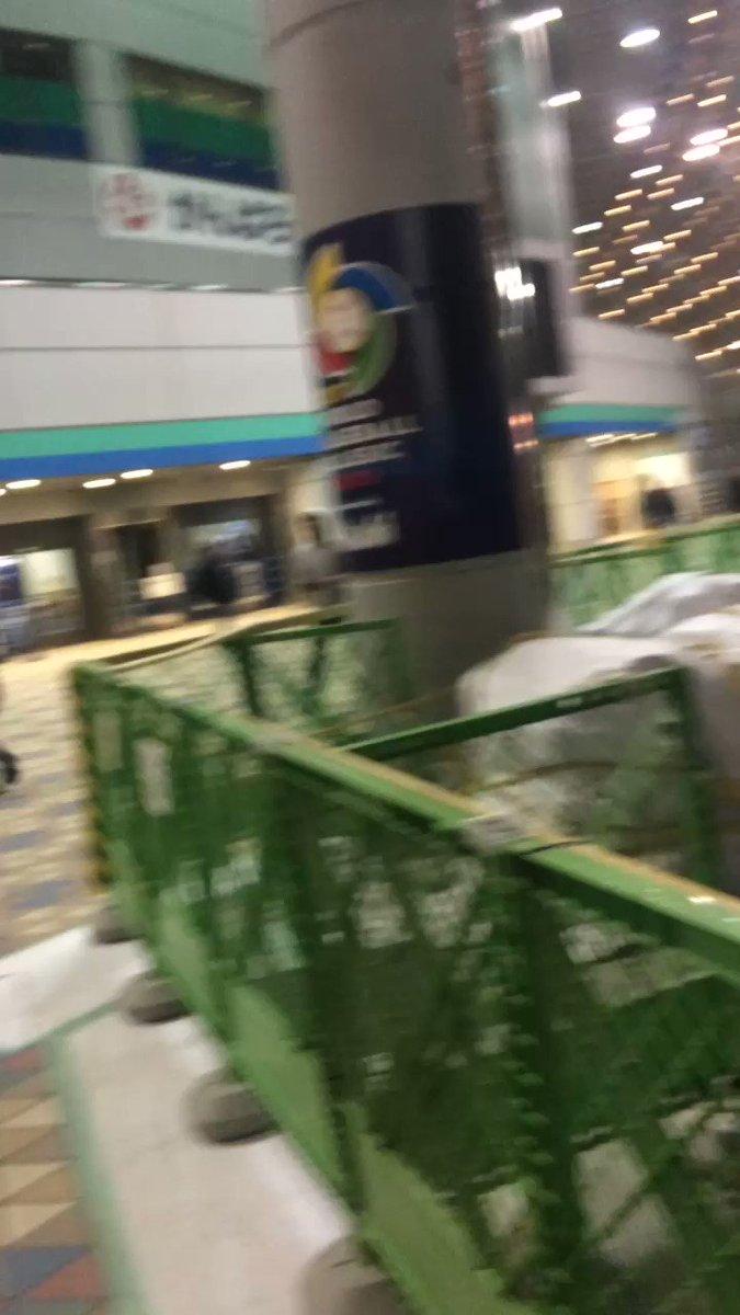 東京ドーム、コミケ並みの終電ダッシュが始まりました、こちらからは以上です。