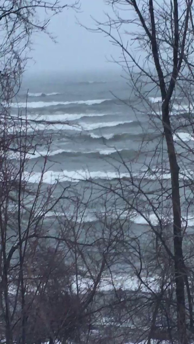 Lake Ontario is whipping today! https://t.co/8AgdiSsIYV