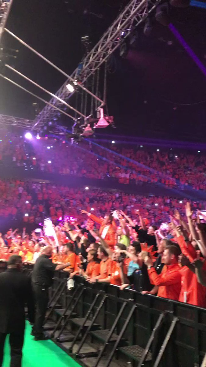 Incredible reception for Raymond van Barneveld inside the @rotterdamah...