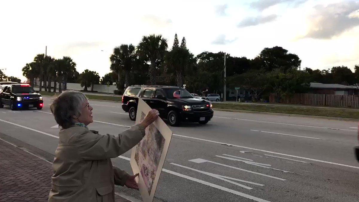Trump's motorcade arriving in West Palm Beach