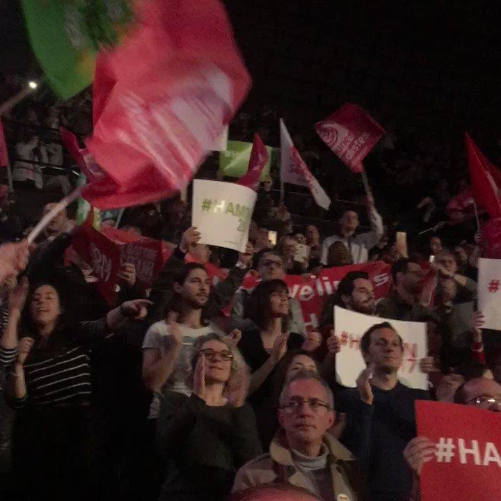 Bercy survolté pour l'entrée de @benoithamon ! #Hamon2017 #hamonbercy @AvecHamon2017