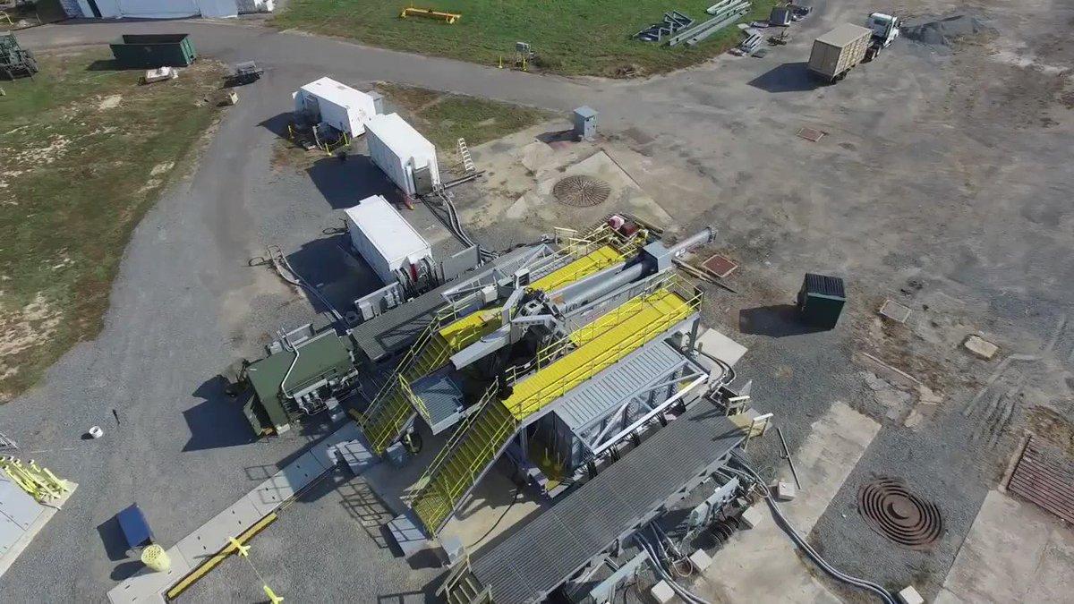 米国海軍海事技術本部(Office of Naval Research)のレールガン初試射の様子。
