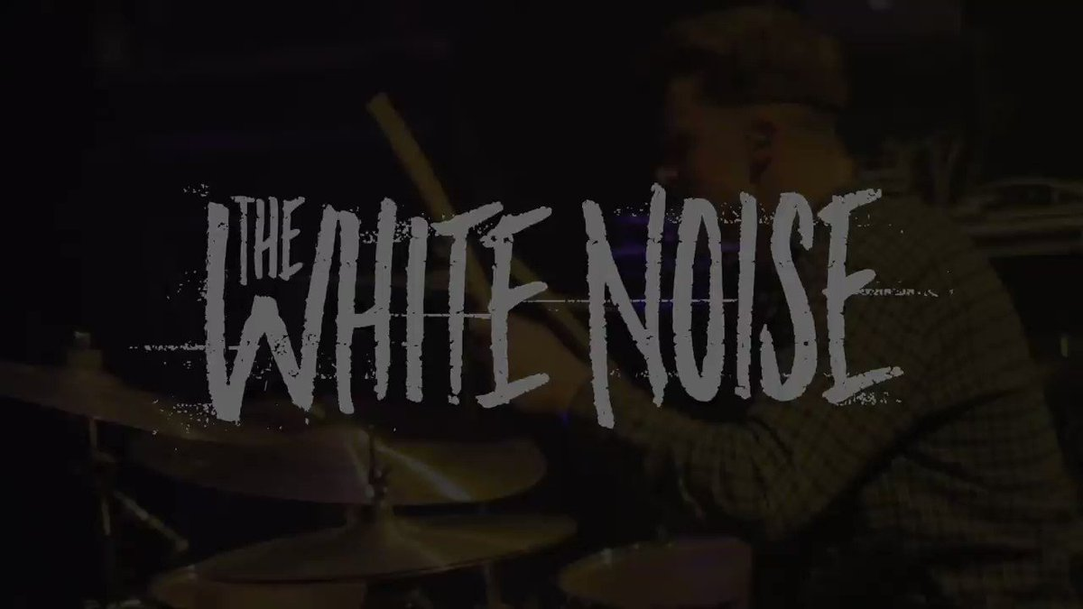 DID YOU GUYS SEE THAT?! @TheWhiteNoiseLA are playing on the Skullcandy...
