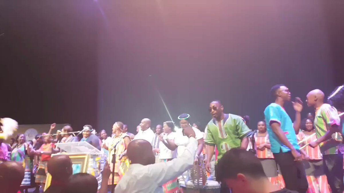 RT @Ntombi_Makhoba: Mourners sing along to Mafela's popular song, Sheb...