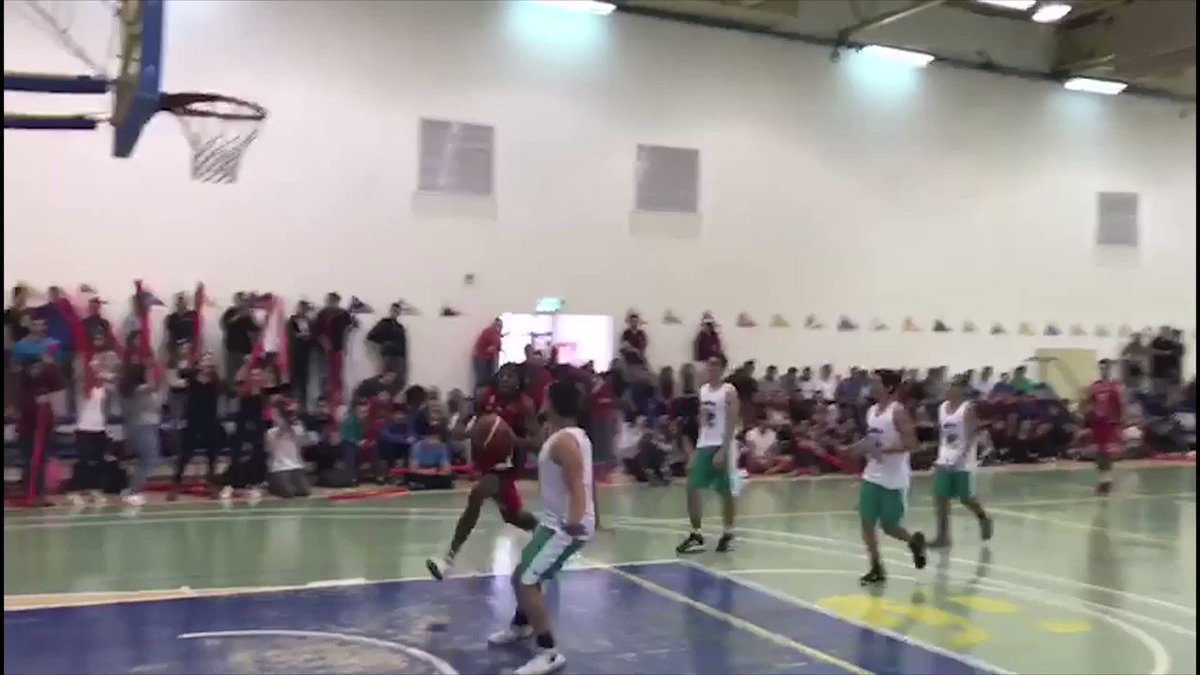 What a show. @Mr_WALKONAIR practiced to Israeli Allstar dunk contest in front of 250 kids in a community visit. https://t.co/FCtOEObJ7d