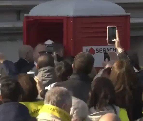 🎥 VIDEO | El Papa sorprende a pobladores al usar un baño portátil en M...