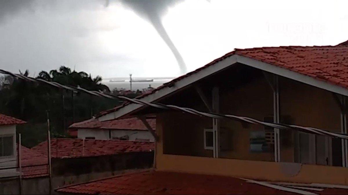 Tromba d''água é registrada em praia de São Luís. https://t.co/i2NfWDSa88 https://t.co/8iCjtPPh50