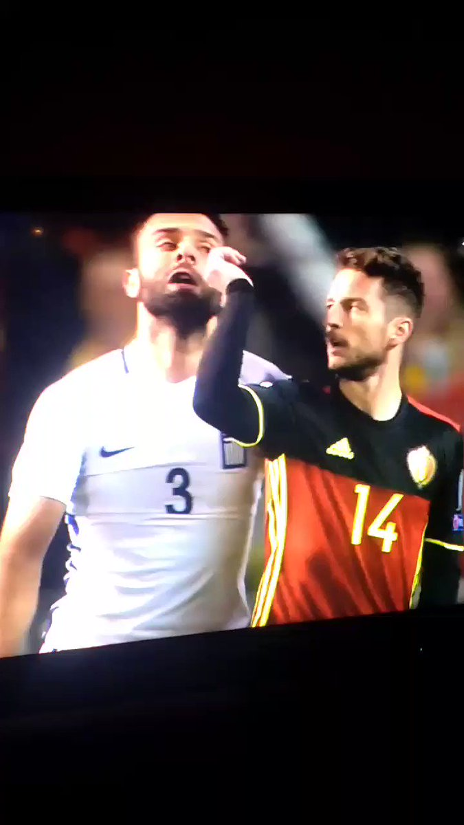 Dries Mertens, ladies and gentlemen. Some nose grabbing. (🎥 @flapoortj...