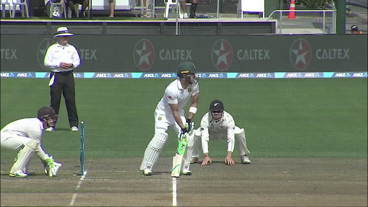How good!? - Tom Lathams in-close-running-one-hander to remove Faf du Plessis #NZvSA ^WN