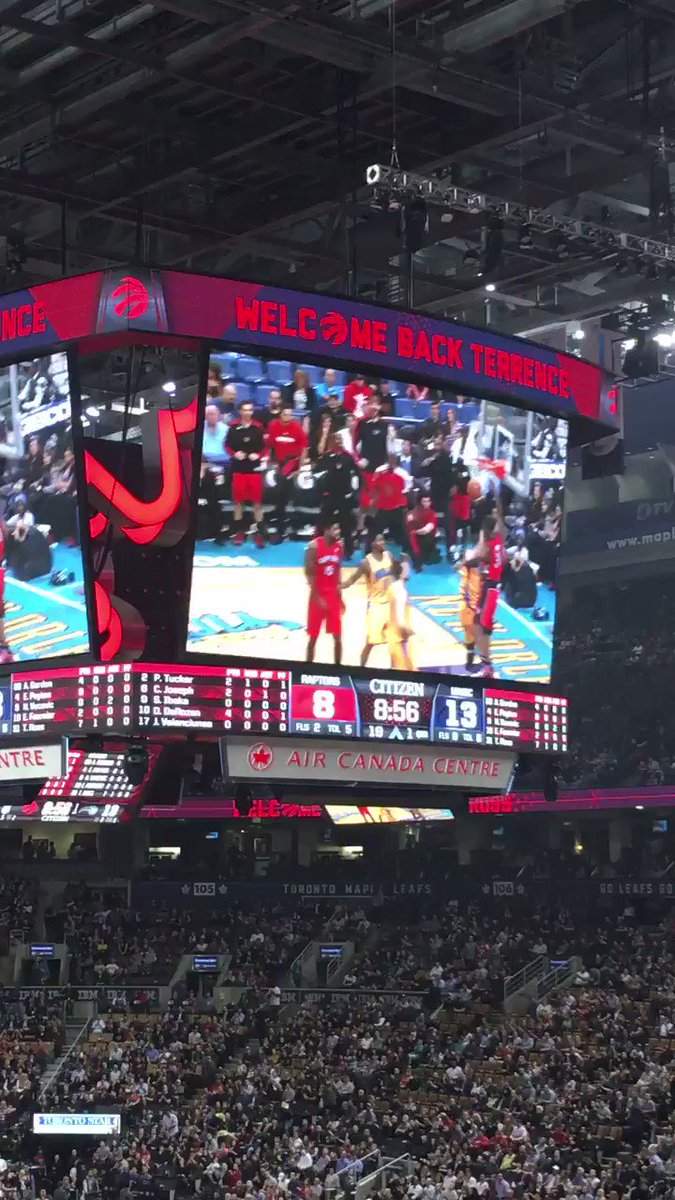 The Terrence Ross video package. Huge ovation. https://t.co/5IWFqX64vT
