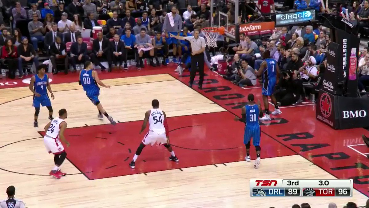 Delon Wright with the swipe and the 3! https://t.co/9AQJ4KaRW7