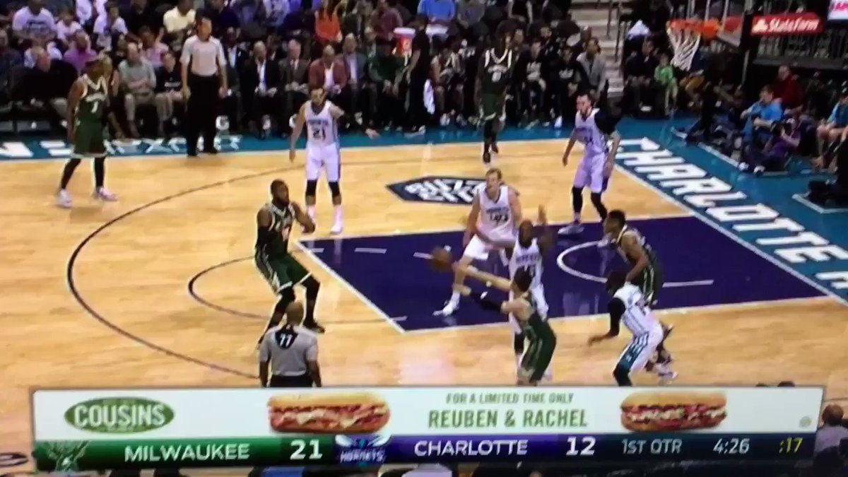 Giannis just gave Frank Kaminsky some https://t.co/6UiZIHoi4Q