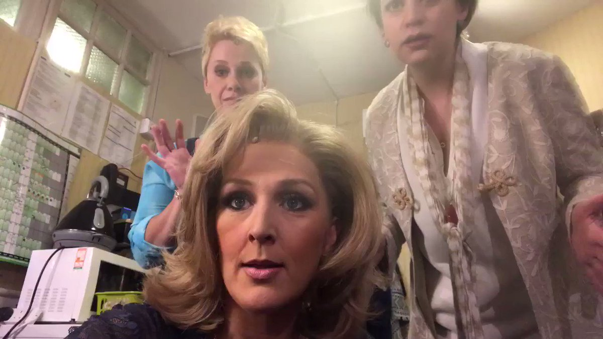 Show Stop and waiting to restart @MammaMiaMusical  with @NapthineJo @LinziHateley https://t.co/H6j03hRjWX