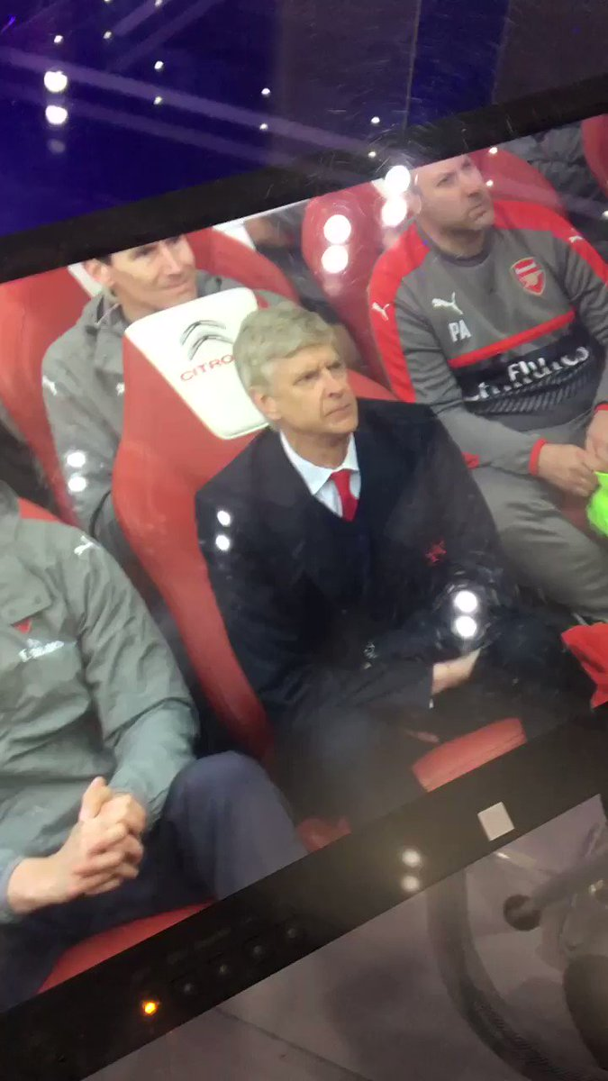 Wenger reaction starting from Ozil turnover through the Aguero goal. https://t.co/Rszb0xhXXg