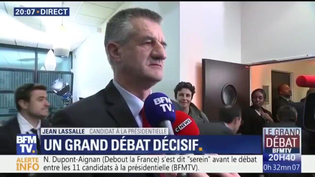 #LeGrandDebat @JeanLassalle est arrivé le dernier… en retard depuis sa naissance a-t-il expliqué