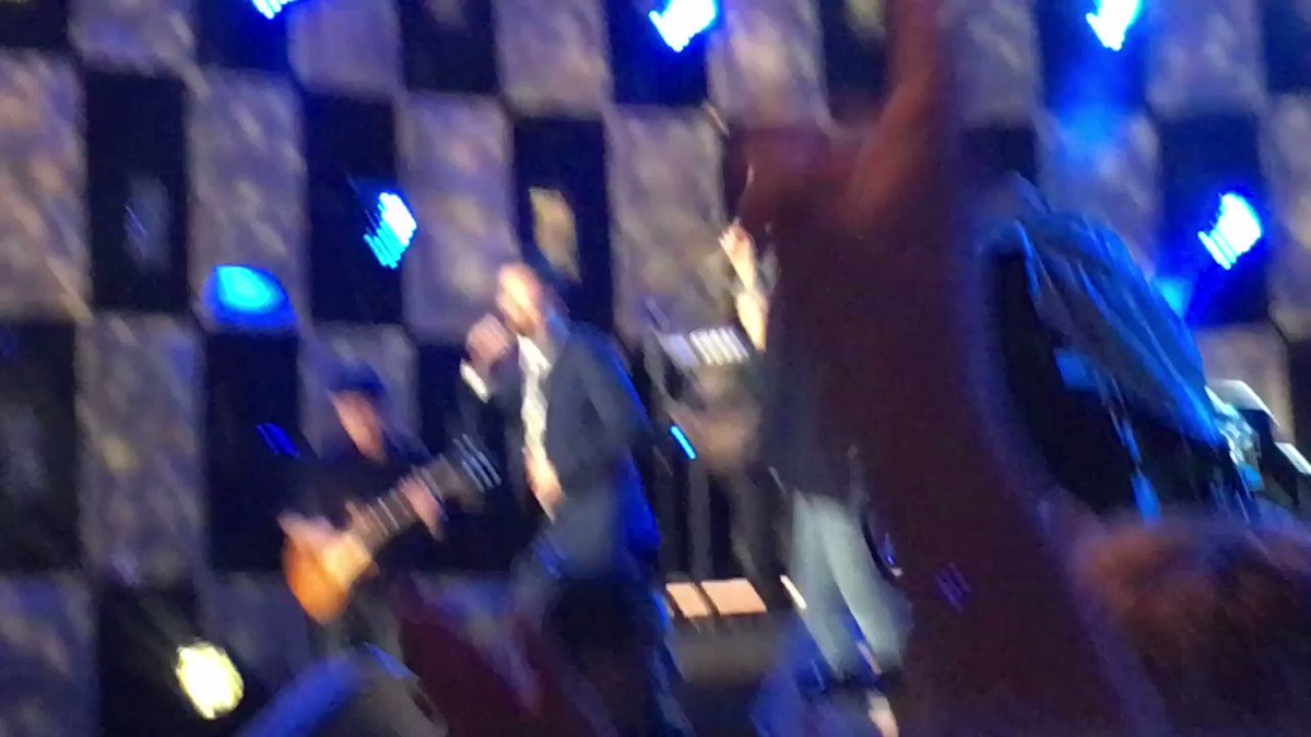 Jimmy and Blake singing together!! https://t.co/Zc7cMPBTxv