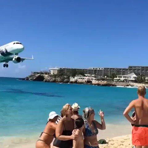 MEDIA: Low landing at St Maarten Airport https://t.co/4GIrGBICfB