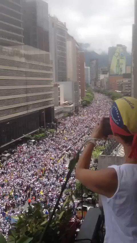 Venezuela, todas mis oraciones van para ti hoy! Dios ayude a esta hermosa tierra.