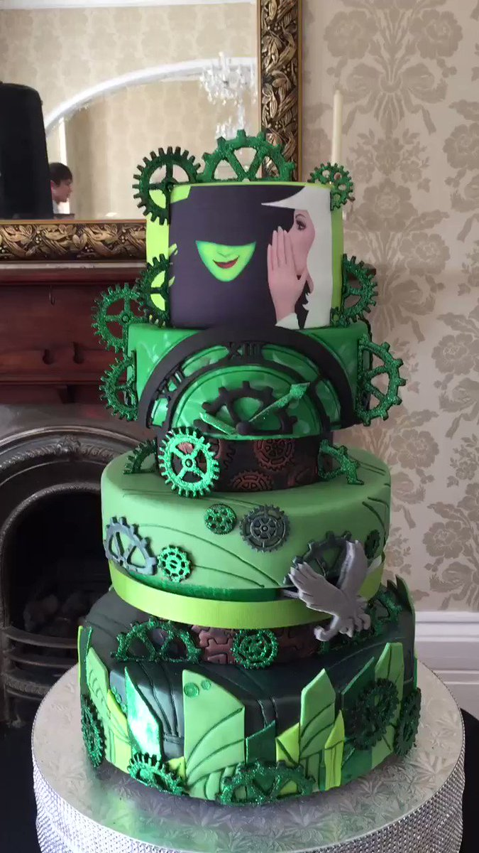 #Steampunk-ish Awesome of the Day: Green Pièce Montée #Cake with #Cogs & Flying #Witch by @Dinkydoodlecake #SamaCake