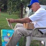 これは感動!66年間で初めて色鮮やかな世界を見たおじいちゃんが涙!