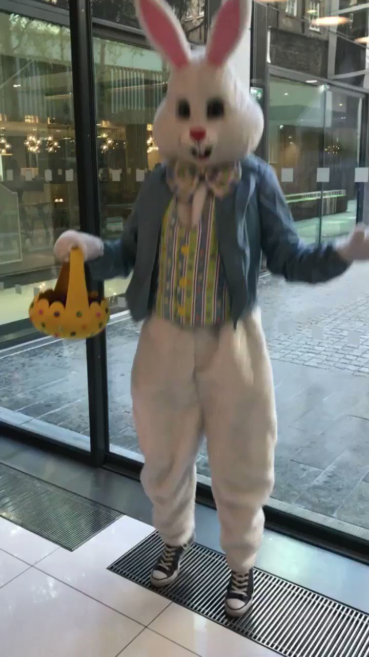"""I'm late, I'm late for a very important date"" @saatchilondon #EasterBunny #EasterEggHunt https://t.co/FKaZe9O7Hr"