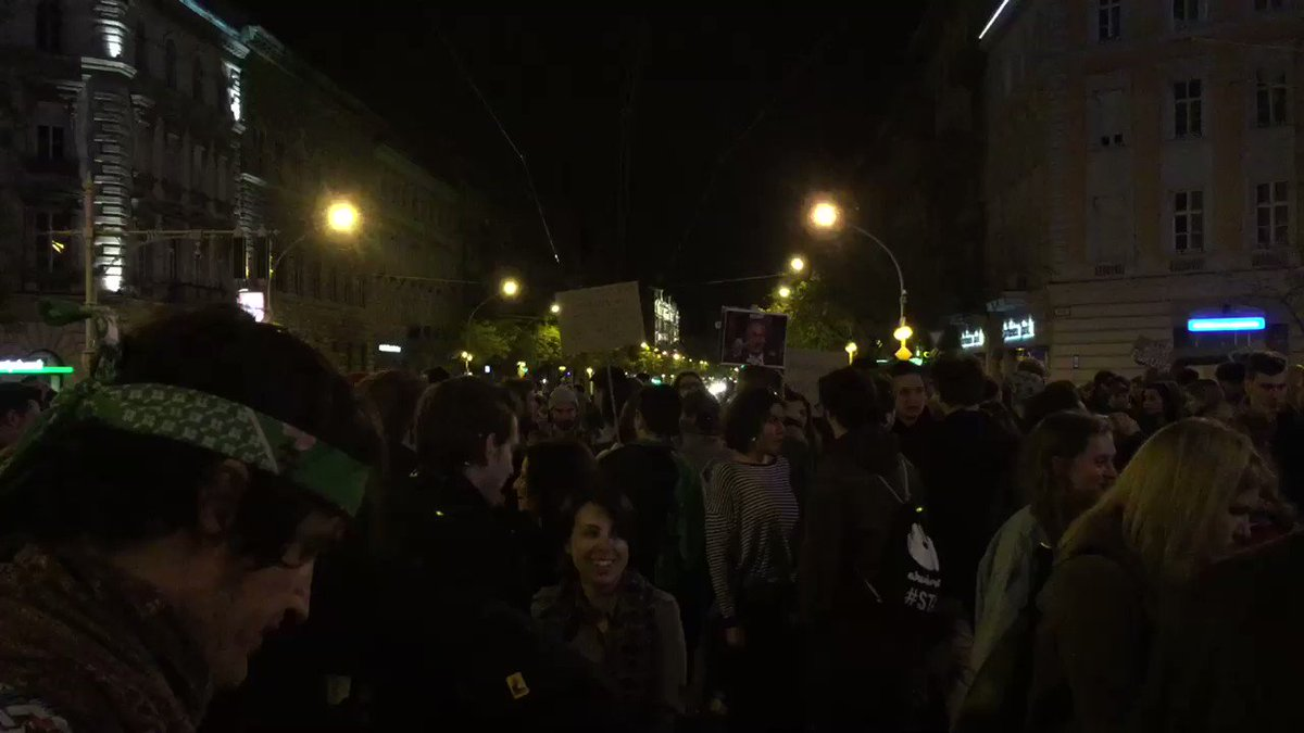 Anti-Orban protesters shut down traffic and occupied Oktogon, once again