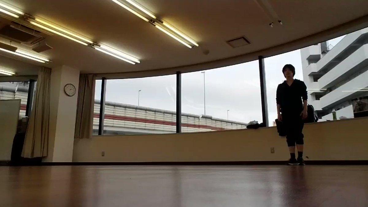 ちゃんとしたダンス経験がなかったから、3月からの芝居&振り稽古が始まる前に、個人でダンス自体を学ぶためのレッスンを受けてたんだけど、2月中にLimited skyを使って練習をしてた時の。もう2ヶ月半も前だなんて…! ミュージカル版とは勿論違う振りつけだけど、こっちもすごく好き。