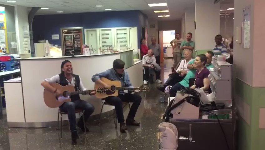 Haciendo pasar un buen rato a pacientes y personal médico de oncología del hospital 12 de octubre @musicavena https://t.co/YIQWoJ5sbr